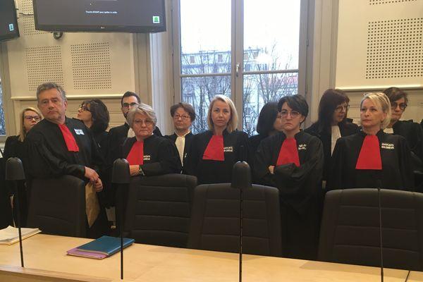 En raison de la grève des avocats, le procès des responsables présumés de l'incendie de la préfecture a été renvoyé au 9 mars.