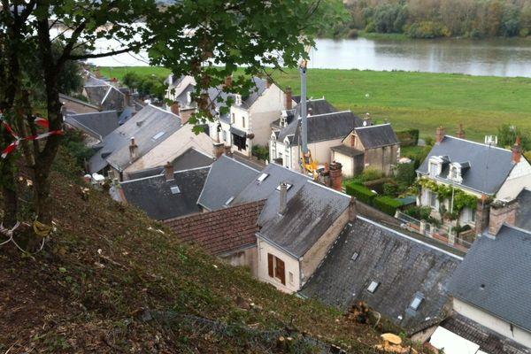 Le coteau, au pied du château à Chaumont-sur-Loire, surplombe les habitations.