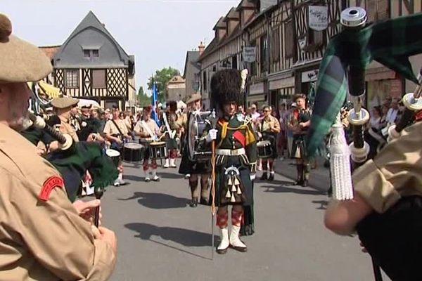 Une troupe de musique écossaise à Aubigny-sur-Nère, dans le Cher.