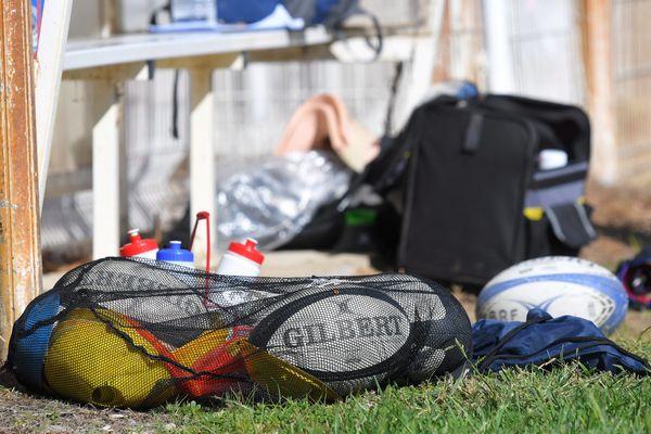 La Fédération Française de Rugby a annoncé la fin des compétitions amateurs.