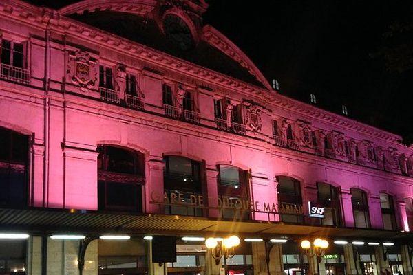 La gare Matabiau éclairée en rose pour la lutte contre le cancer du sein