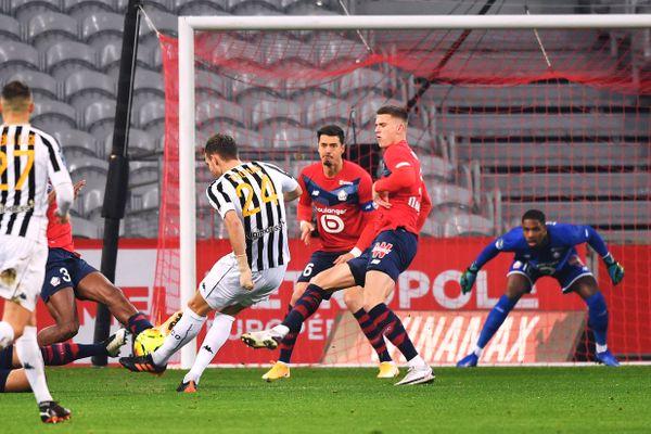 Au match aller, le 6 janvier, les Lillois (en rouge) avaient perdu 2-1 contre Angers.