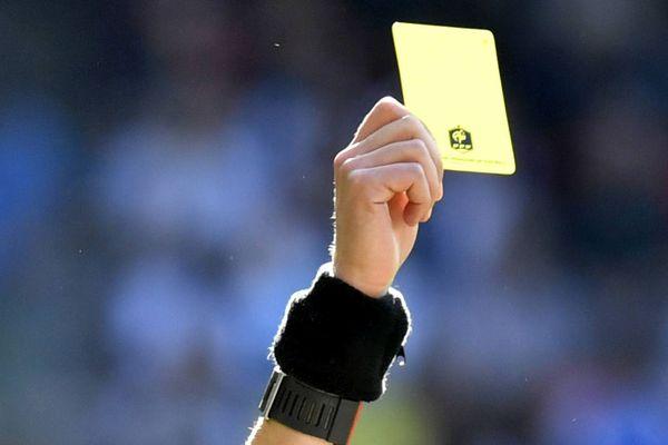 Image d'illustration : arbitrage en football