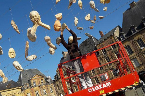 Place Ducale, l'installation de la Compagnie Lez'Arts Vers et de Fred Martin a été démontée dès ce lundi.