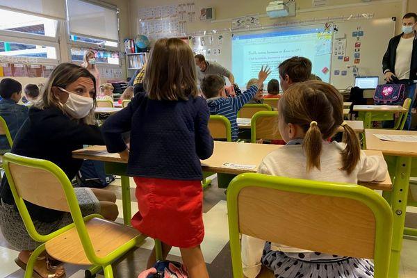 Une classe de CP de l'école primaire Jean Cazauvieilh à La Brède en Gironde, mardi 1er septembre, jour de rentrée scolaire.