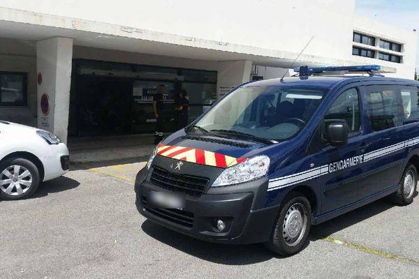 L'équipe d'intervention de Gendarmerie du peloton motorisé de Saint Maximin La Sainte Baume est immédiatement envoyée sur les lieux...