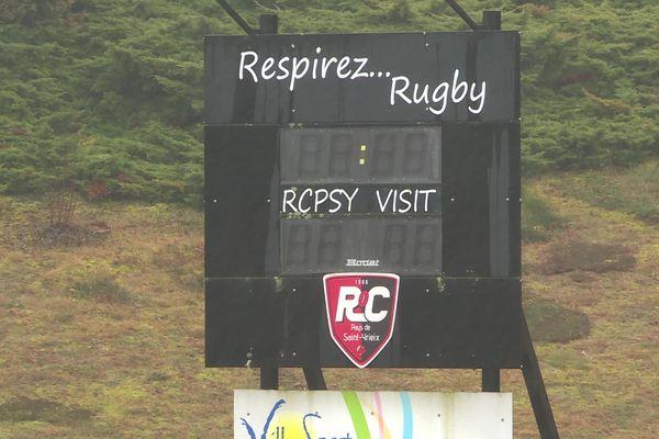 Le panneau d'affichage du club de rugby du Pays de Saint-Yrieix à l'arrêt.