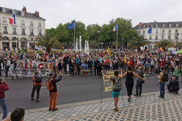 La Marche pour le climat de ce dimanche 9 mai est partie de la place Jean Jaurès à Tours