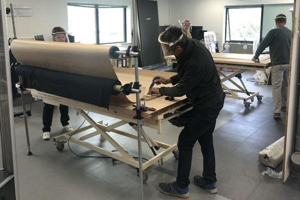 Des bénévoles se sont mobilisés pour confectionner 90 000 masques en tissu en Chartreuse.