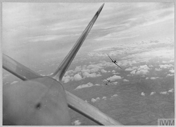 Des Spitfire du 610 Squadron en vol le 24 juillet 1940.