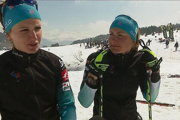 Les biathlètes Justine Braisaz et Julia Simon.