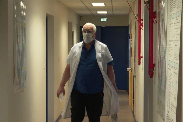 Jean-Luc Bosson, Professeur de santé publique à Grenoble Alpes Université a lancé ces tests cliniques dès l'apparition du Covid, mais les chercheurs peinent à trouver un nombre de volontaires suffisants