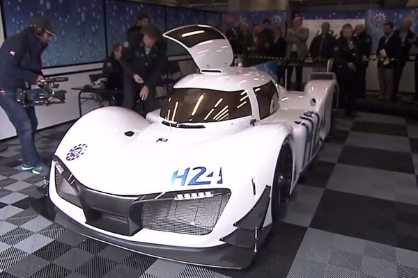 Ce premier prototype de voiture de course à hydrogène a été réalisé en collaboration avec Green GT Technologies.