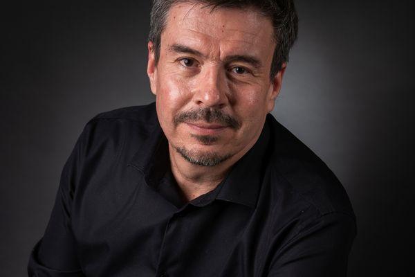 Autoportrait du nancéien Portraitiste de France Ralph Benoît