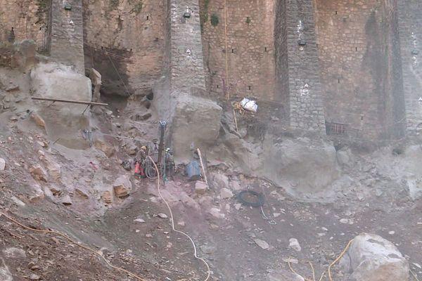 Le mur à arcatures au niveau de Fontan dans la vallée de la Roya n'est pas stabilisé, le trafic ferroviaire ne peut pas reprendre jusqu'à St-Dalmas