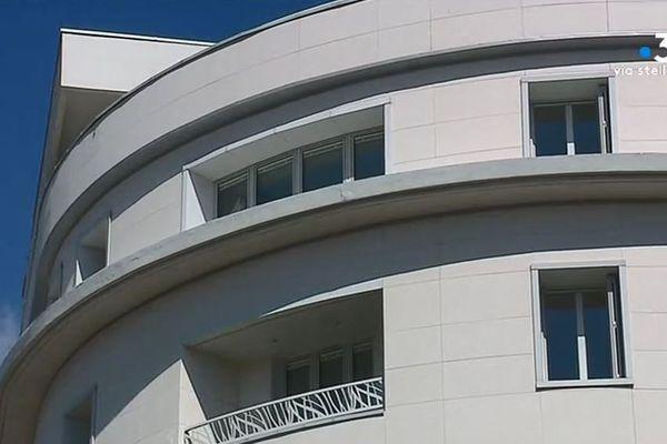 """Le quatrième étage, où se situe le bureau du maire, a désormais lui aussi ses """"visiteurs du soir"""""""
