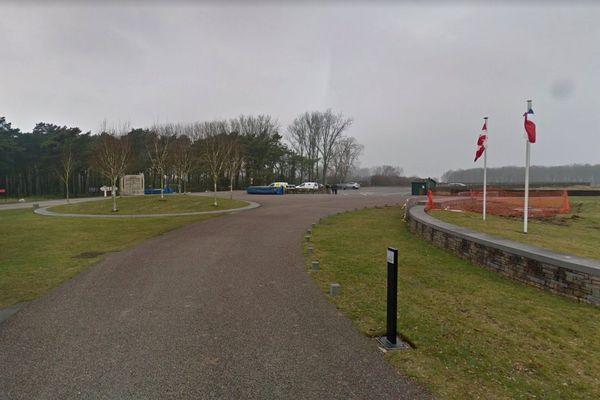 C'est sur un parking du mémorial canadien de Vimy que les deux victimes ont été découvertes.