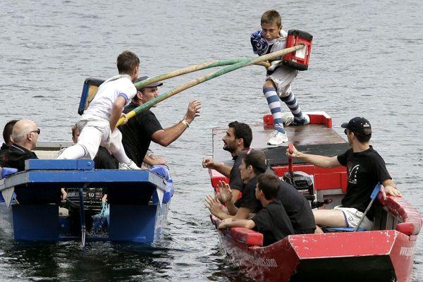 Des épreuves de la coupe de France de joutes nautiques à Lyon en 2015