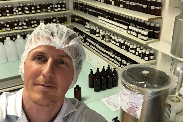Franck Bouis dans son laboratoire