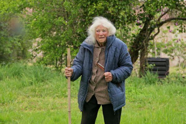 Geneviève Callerot, l'agricultrice centenaire témoigne dans le documentaire Nous, Paysans sur France 2
