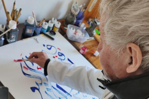 La calligraphie, apprise en Algérie