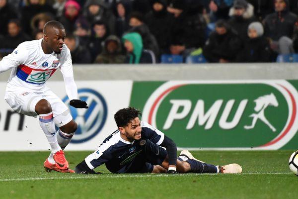 Lyon, ébranlé par deux défaites consécutives en Ligue 1, s'est bien repris en Coupe de France en se qualifiant pour les quarts de finale, mercredi, à Montpellier (2-1).