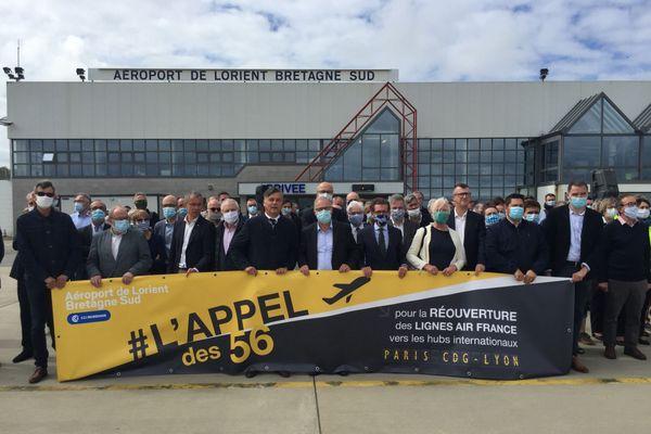 """Mobilisation le 2 juillet suite à l' """"Appel des 56"""" à l'aéroport de Lorient pour réclamer la reprise des vols par Air France, stoppés depuis mi-mars pour cause de crise sanitaire"""