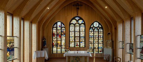 Les vitraux de l'église Saint-Rémy, à Aulnay, dans l'Aube.