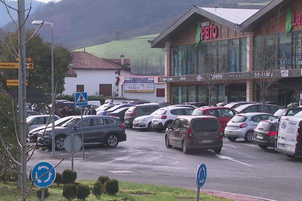 De nombreux Français continuent à faire leurs courses dans les ventas navarraises ce 28/01/21.