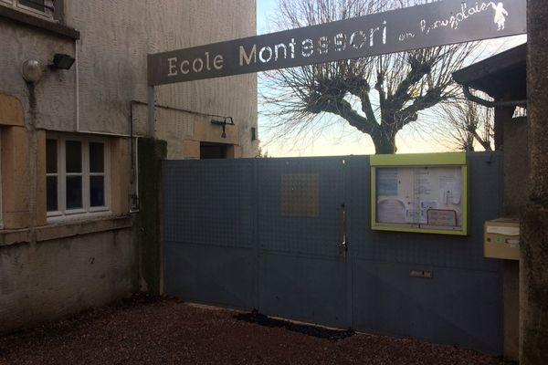 """L'école """"Montessori en Beaujolais"""" était fermée ce jeudi, après le placement sous contrôle judiciaire d'une enseignante et de la directrice de l'établissement."""
