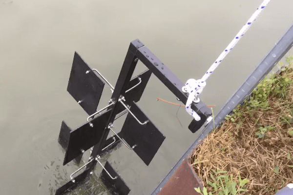 Le dispositif pour prélever les moules a été installé à l'écluse de Metz