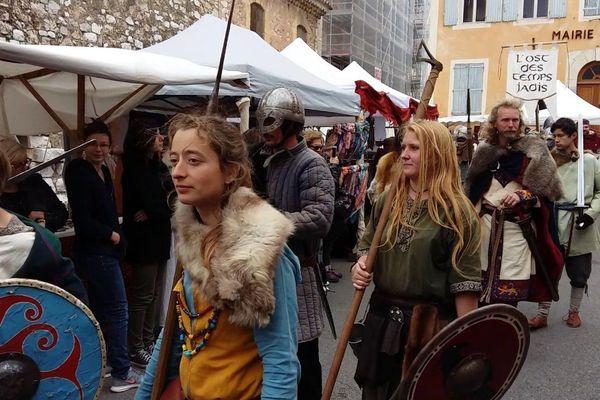 Le défilé médiéval de Saint-Maximin en avril 2017.