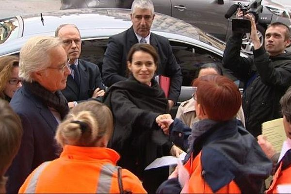 Les agents de l'Inrap ont interpellé Aurélie Filippetti, ministre de la Culture et de la Communication, sur les problèmes posés par l'ouverture à la concurrence des activités de fouilles