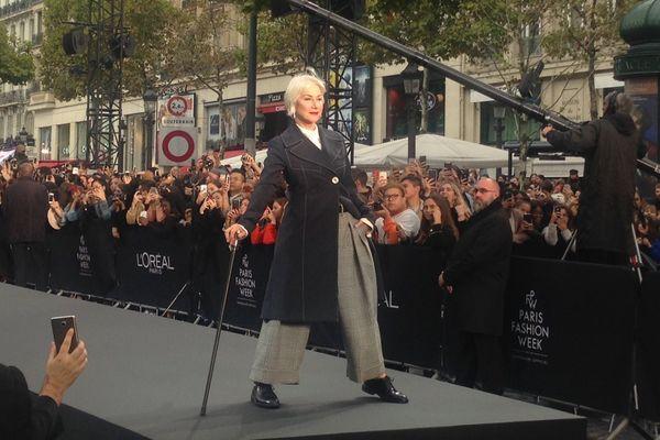 Ce défilé, sur les Champs-Elysées, est ouvert au public.