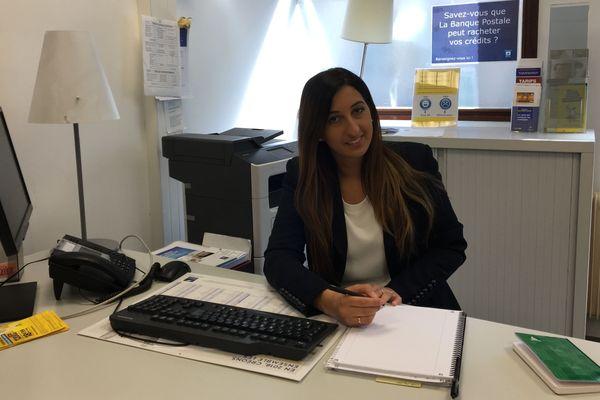 Aïcha Lechkhab, 25 ans, conseillère financière en apprentissage à La Banque postale.