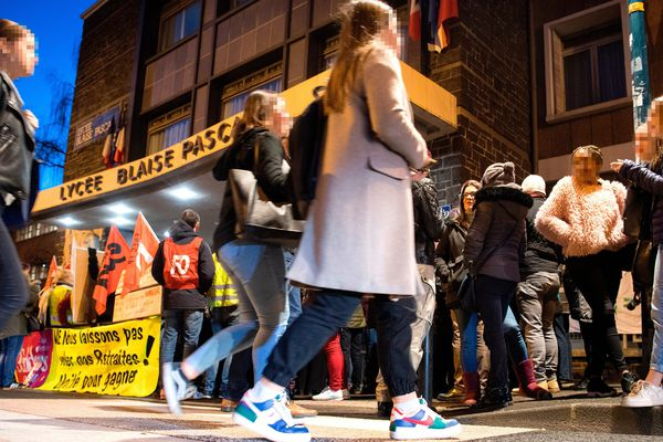 A Clermont-Ferrand, ce samedi 18 janvier, des épreuves E3C ont été perturbées par 300 manifestants, elles ont été annulées.