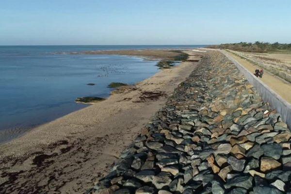 A La Couarde-sur-Mer, les travaux de protection du littoral viennent de débuter.