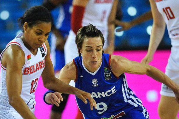 La meneuse de Bourges Céline Dumerc retrouve son niveau des Jeux de Londres et rêve d'emmener ses coéquipières vers un nouveau titre européen.