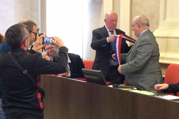 Benoit Digeon succède à Jean-Pierre Door qui a démissionné de ses fonctions de maire et de président de l'agglomération.