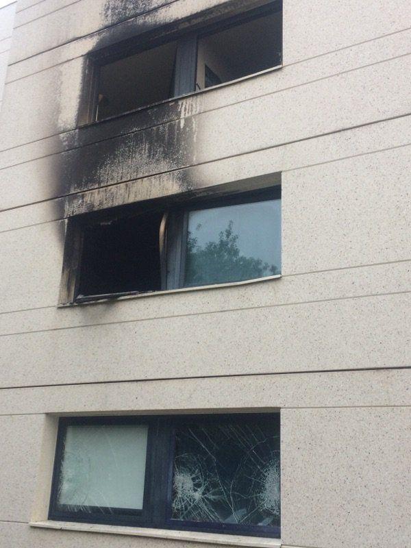Les dégâts sur le bâtiment de la résidence étudiante de l'école Supélec, après l'incendie qui a fait 27 blessés