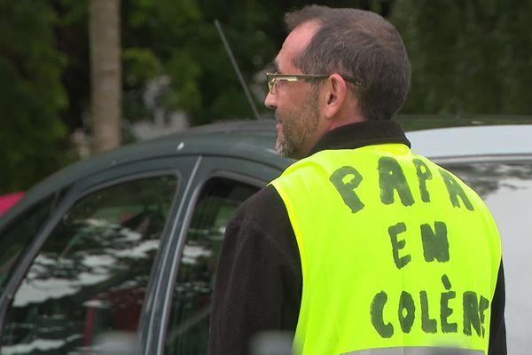 Un père de famille a entamé, ce lundi 6 juillet, son quatrième jour de grève, à Montbéliard, pour obtenir des vacances avec sa fille.