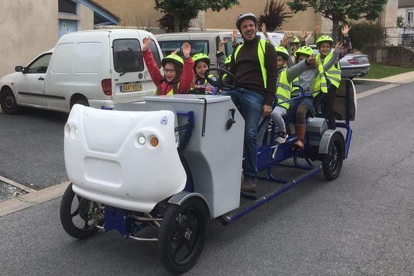Gros succès du S'Coolbus auprès des écoliers-cyclistes de Tocane Saint Apre
