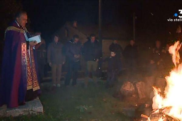 Azilone-Ampaza, la tradition du feu de la Toussaint au coeur du Taravo.
