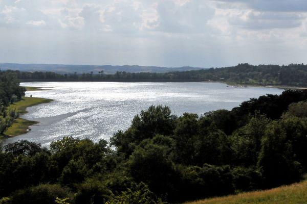 Le Lac de Saint-Ferréol est l'endroit rêvé pour sortir de son logement après plusieurs semaine de confinement.