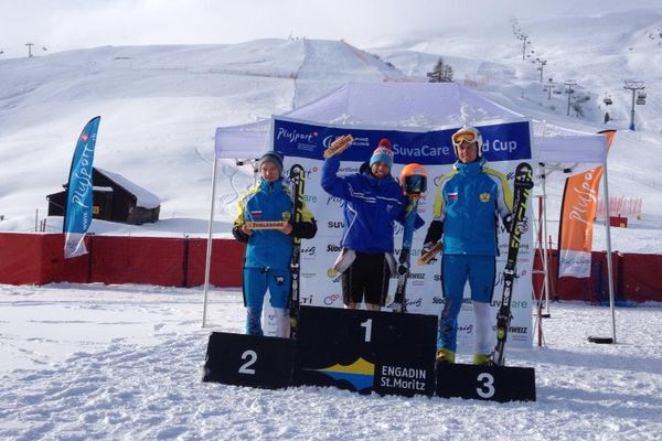 Vincent Gauthier-Manuel sur la première marche d'une manche de coupe du monde à Saint-Moritz en Suisse