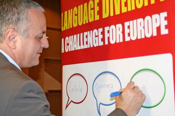 François Alfonsi en mars 2010 lors d'une conférence sur la diversité des langues en Europe