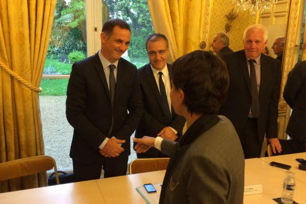 Gilles Simeoni, président du Conseil exécutif de Corse et Jean-Guy Talamoni, président de l'Assemblée de Corse, sont reçus par la ministre de l'Education nationale, Najat Vallaud-Belkacem, le 10 mai 2016.