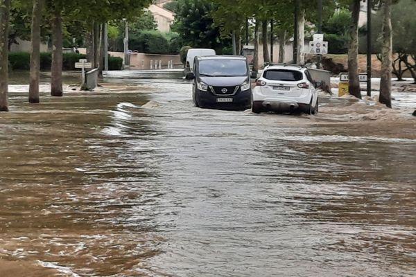 Une rue de Vergèze, commune du Gard, inondée après les intempéries du 14 septembre 2021.