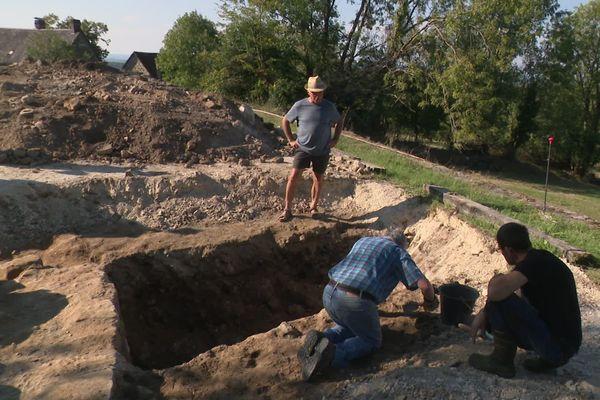 A Lostanges, les fouilles archéologiques ont mis à jour une tour de défense du XVe siècle.