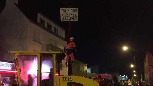 Blocage du dépôt de carburant au port de Lorient par des artisans du BTP
